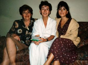 A la derecha está Constanza, su única hija, y madre de sus dos nietos.